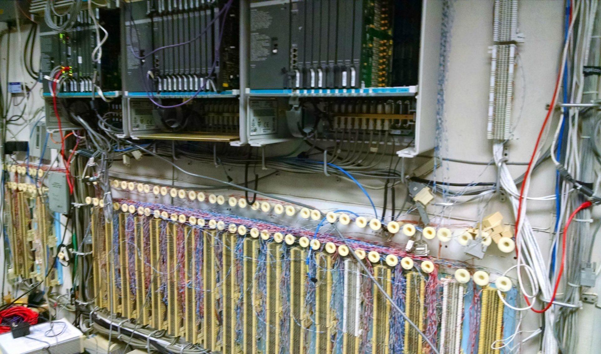 Eski tip analog telefon sistemi görüntüsü